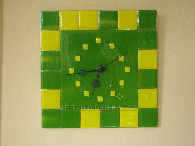 autorské hodiny Čtvercové fusingové skleněné nástěnné hodiny zelená - žlutá