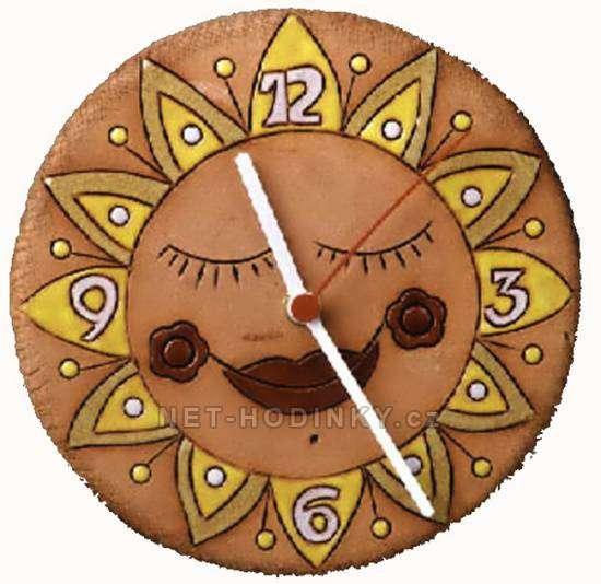 autorské hodiny Designové kulaté keramické hodiny na zeď sluníčko SKLADEM sluníčko zavřené oči4