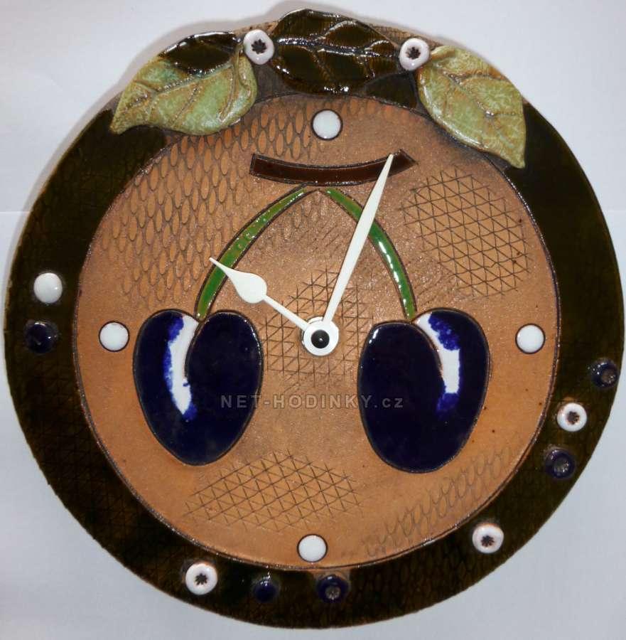 Nástěnné hodiny keramické - motiv švestky, hodiny na zeď autorské hodiny