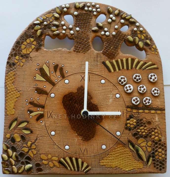 autorské hodiny Nástěnné keramické hodiny domky, stromy, kytky na zeď na stěnu