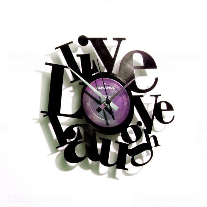 Moderní vinylové nástěnné hodiny Discoclock 007 s motivem LIVE LOVE LAUGH