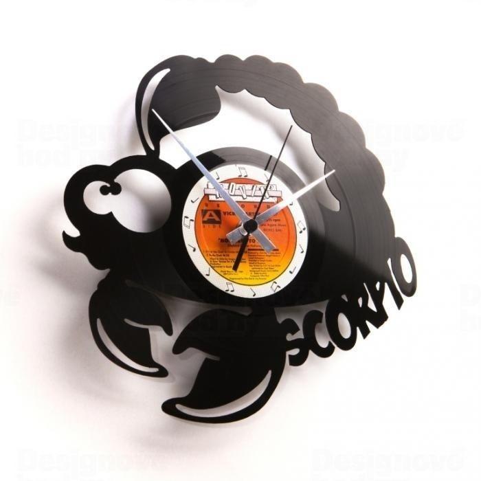 Discoclock Moderní designové hodiny z gramofonové desky s motivem zvěrokruhu - znamení Štír