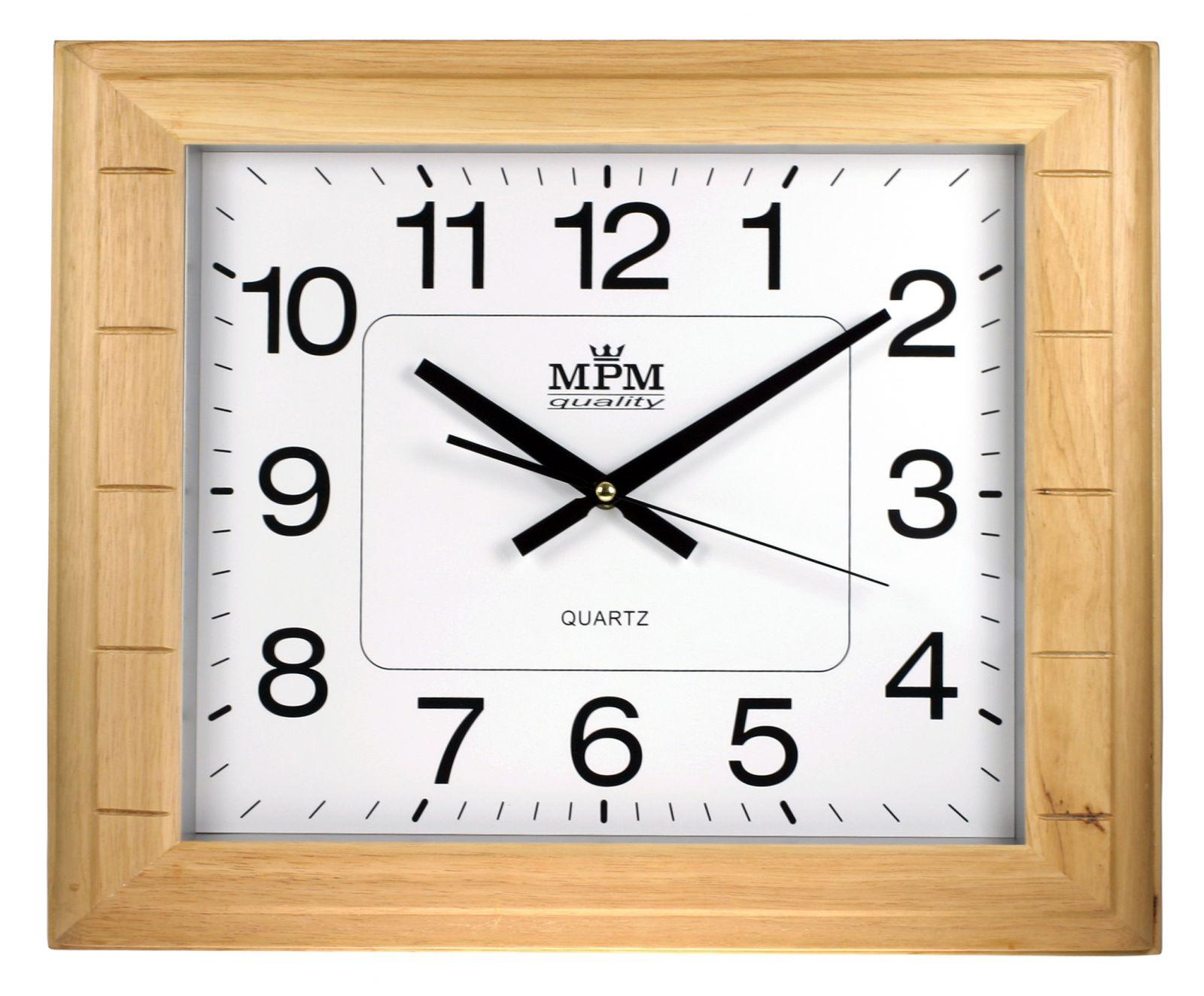 Hranaté nástěnné hodiny ve světlém dřevěném rámu..0594