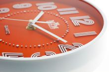 kulaté hodiny na stěnu zelená
