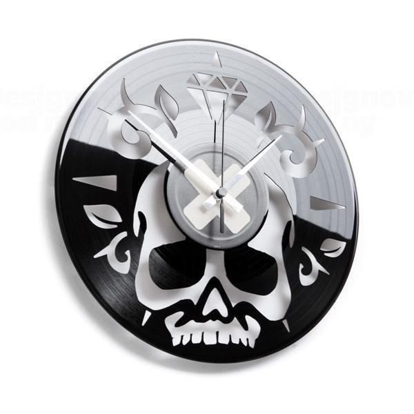 Moderní designové hodiny z gramofonové desky Discoclock 059 s motivem lebky