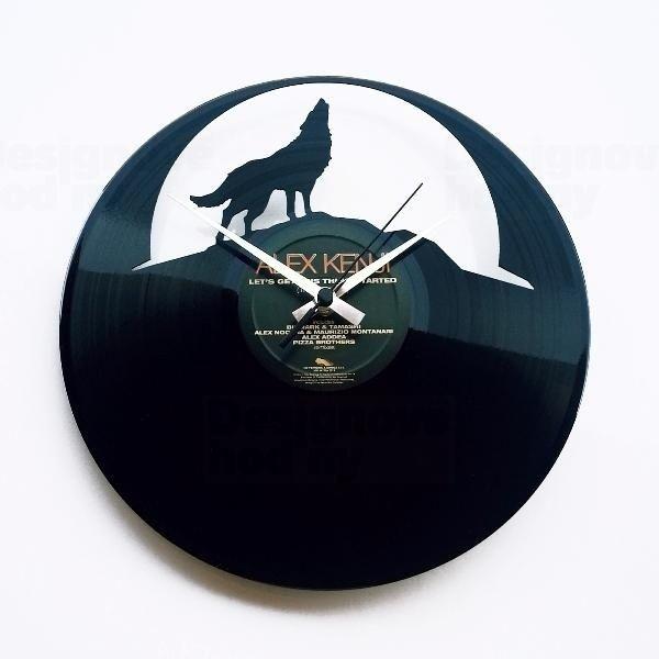 Moderní designové hodiny z gramofonové desky Discoclock 064 s motivem vlk