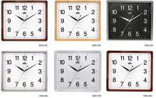 Nástěnné hodiny hranatého tvaru s jemným zdobením uprostřed ciferníku E01.2929