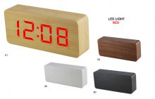 Digitální budík s červenými LED diodami v dřevěném vzhledu. Se zvukovým senzorem, datem a teploměrem, možnost volby automatické rotace údajů a intenzity displeje. Napájecí adaptér je