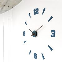 Nalepovací dřevěné nástěnné hodinys elegantními dřevěnými ručkami.Hodiny mají plynulý chod E01.3871