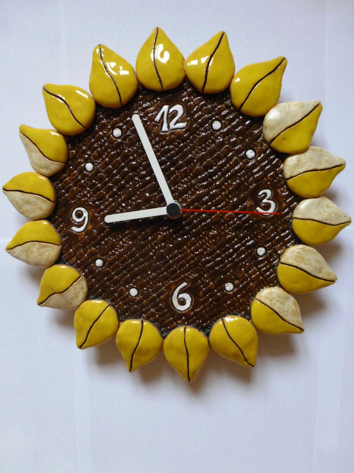 autorské hodiny Designové hodiny keramické na zeď - motiv slunečnice