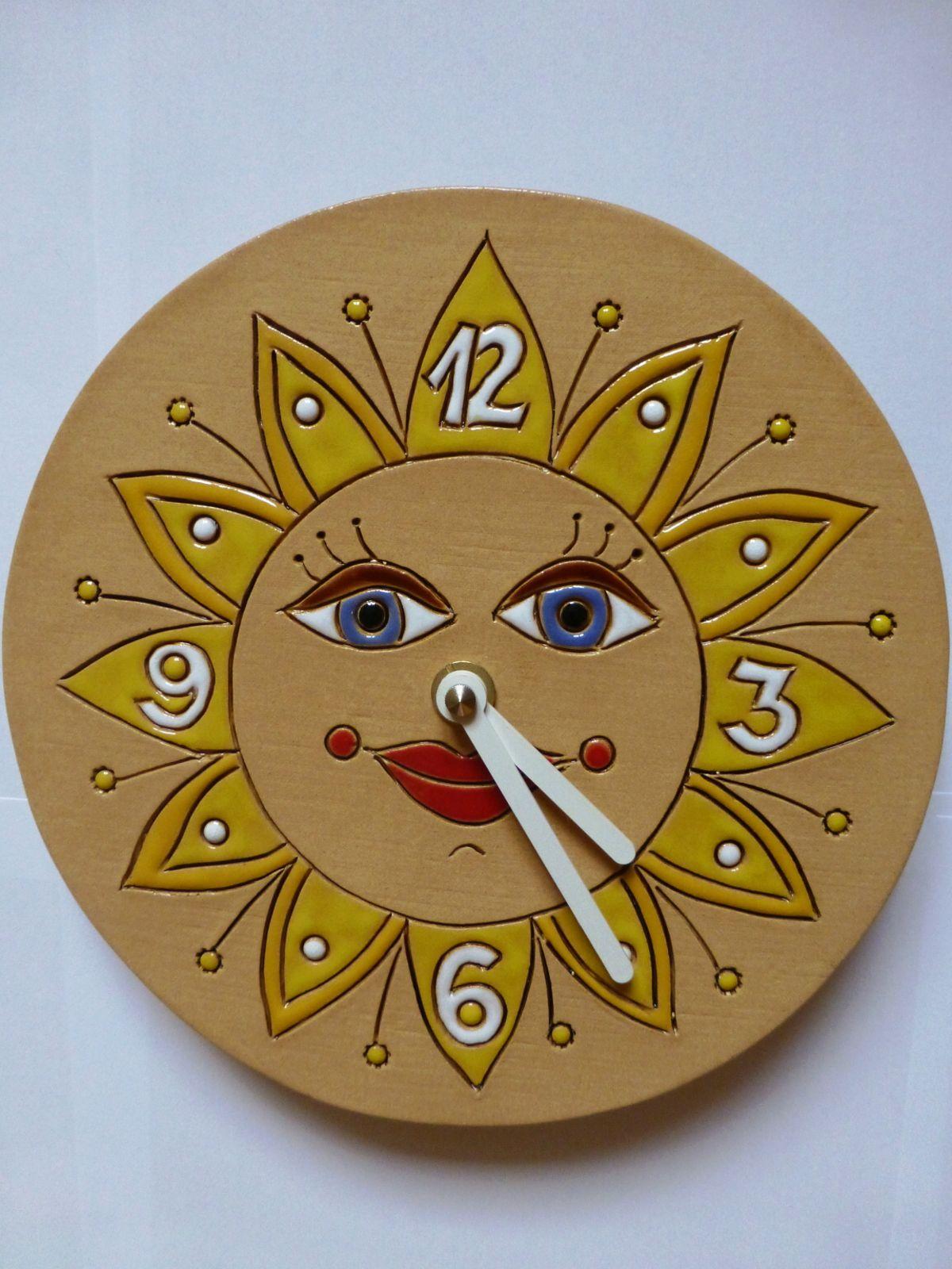 autorské hodiny Designové keramické hodiny na zeď - motiv slunce keramické hodiny sluníčko 1