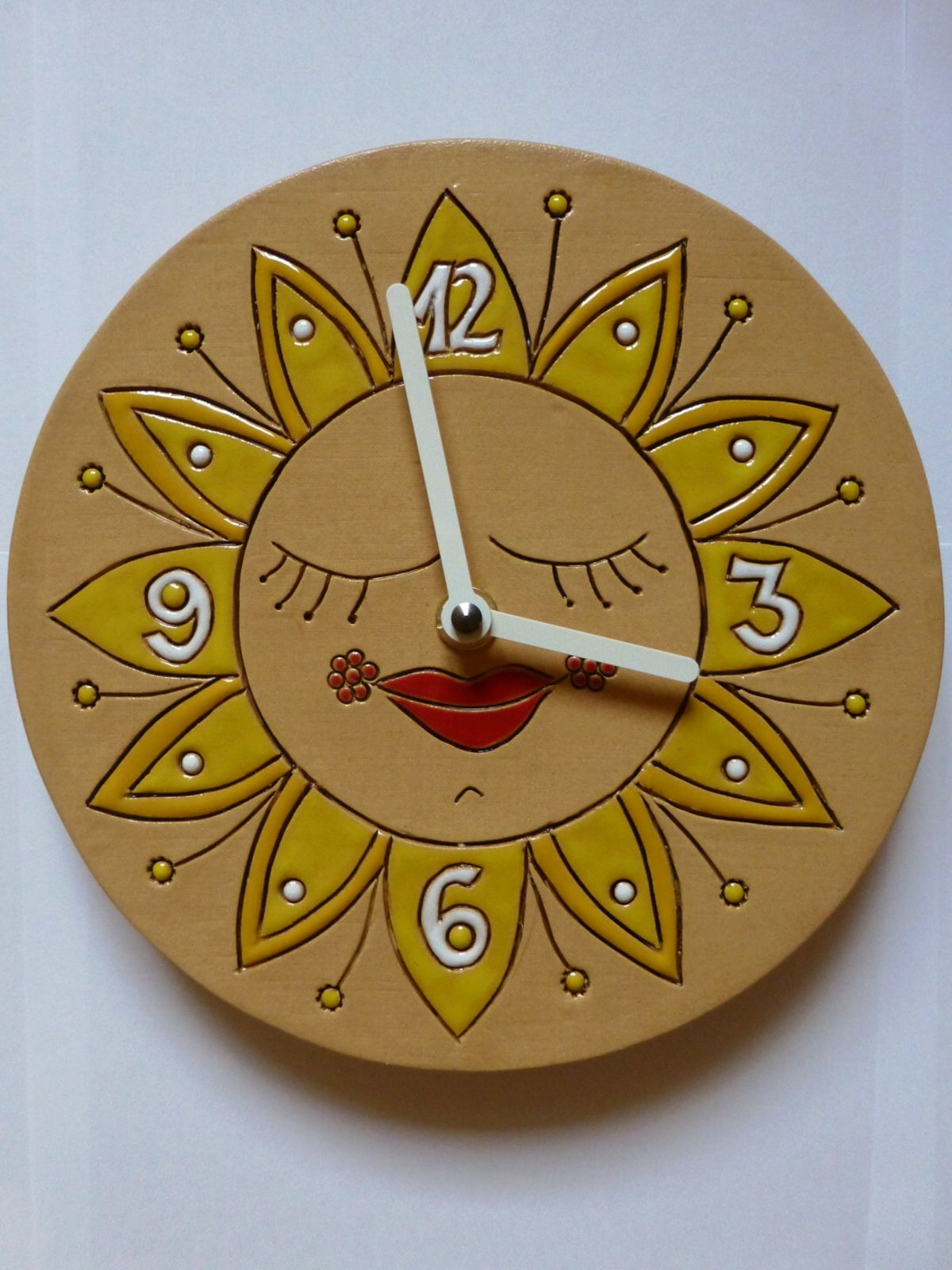 autorské hodiny Designové keramické hodiny na zeď - motiv slunce keramické hodiny sluníčko 2