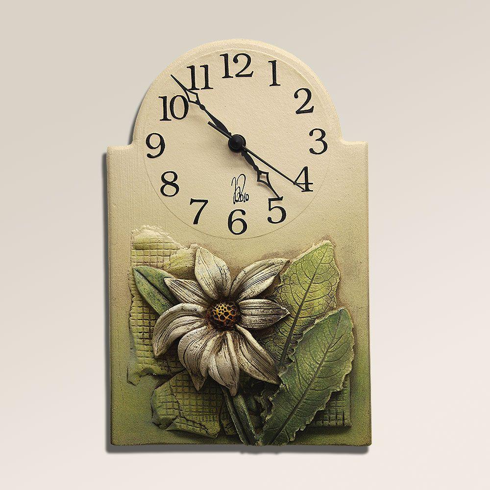 autorské hodiny Keramické retro nástěnné hodiny s květinkou
