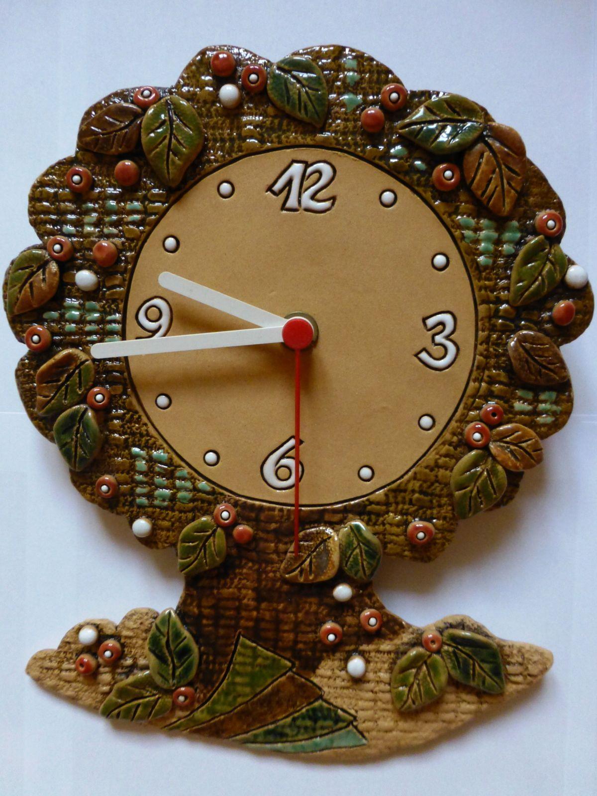 autorské hodiny Nástěnné keramické hodiny - motiv strom, hodiny na zeď keramické hodiny strom jablíčko
