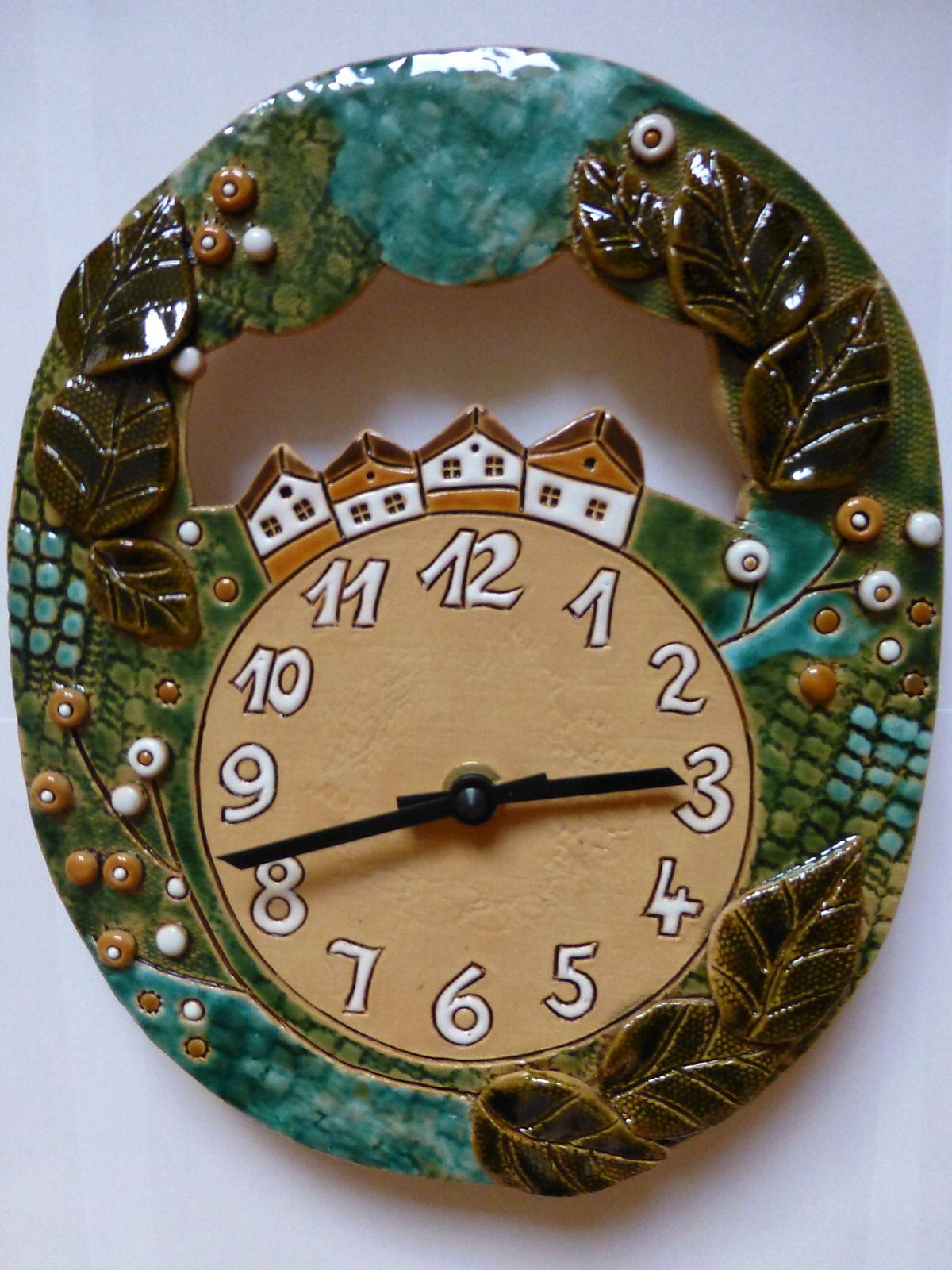 autorské hodiny Nástěnné keramické hodiny na zeď - domečky keramické hodiny domečky 2