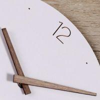 Designové nástěnné hodiny arabská čísla ručičky dřevo