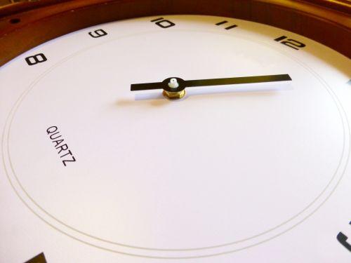 montáž malé hodinové ručičky