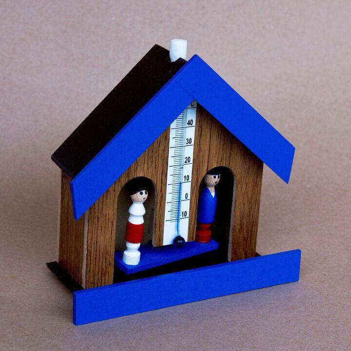 Domeček na předpověď počasí panáček a panenka s teploměrem - tm. přírodní barva, modrý štít