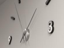 Jak nalepit hodiny na zeď